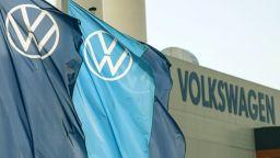 ЕК: Volkswagen да обезщети всичките си клиенти за Дизелгейт, не само германците