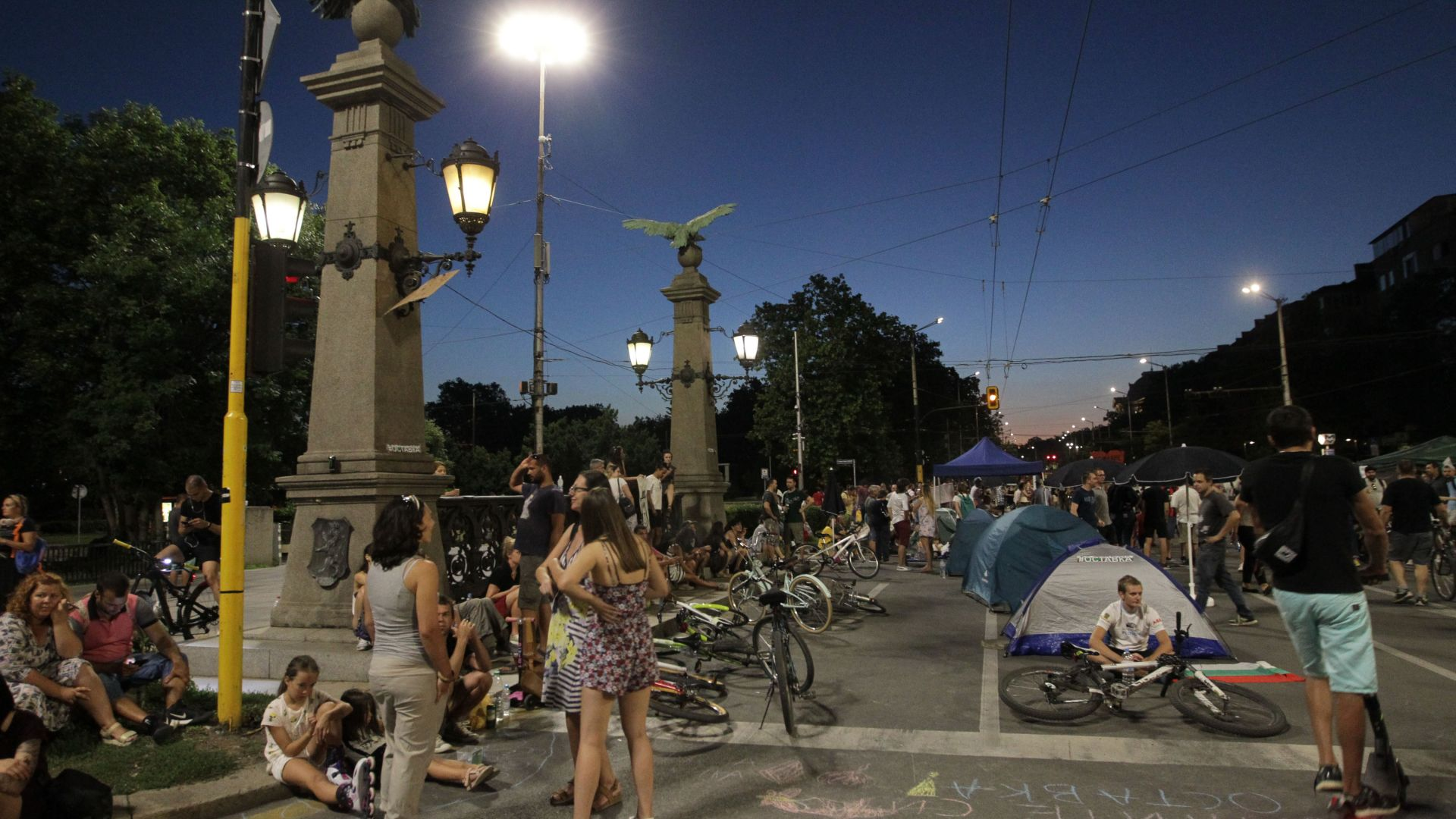 София отново се събуди блокирана, вървят преговори с протестиращите