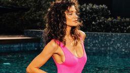 Лятото на Диляна Попова – синьо, безкрайно и горещо