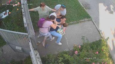 Охранителни камери запечатаха как баща отне със сила детето си от майка му в Елин Пелин (видео)