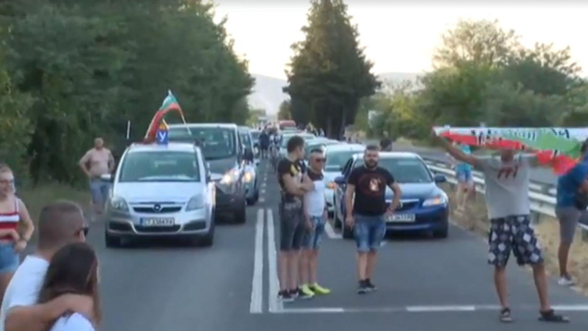 """Полиция и жандармерия спряха блокадата на """"Тракия"""""""