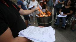 Мая Манолова запали изборни протоколи пред ЦИК (снимки)
