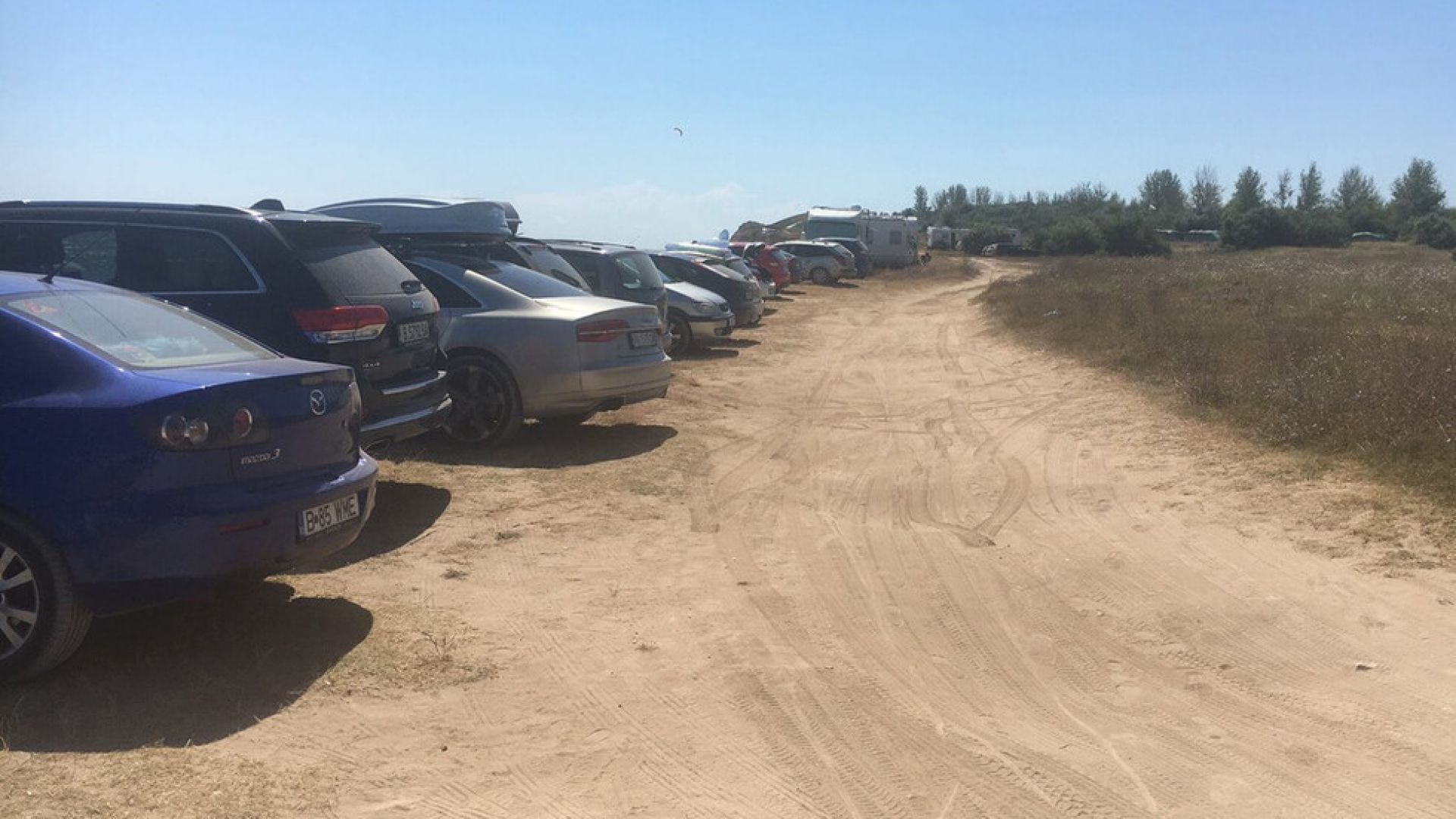 МВР се заема с  масовото паркиране на коли върху дюни в Крапец