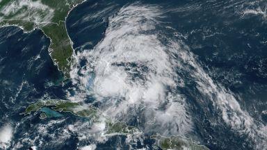 Ураганът Исаяс връхлетя Северна Каролина (видео)
