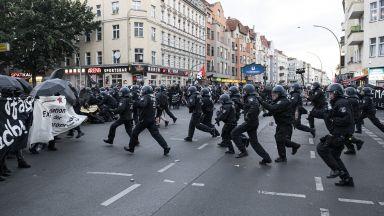 Над 40 полицаи са ранени при вчерашните демонстрации в Берлин (снимки)