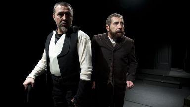 За първи път в историята си Народният театър играе 19 представления през август