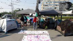 СДВР: 50 души блокират 3 кръстовища в София