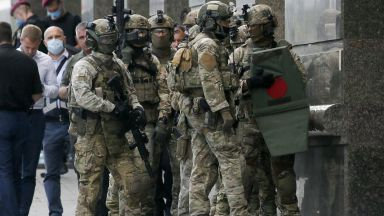 Спецчасти в Киев щурмуваха банка след бомбена заплаха и заложническа драма (видео)