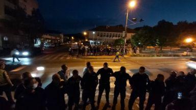 """МВР-Благоевград проверява полицай, заплашил протестиращ: """"Ще си имаш големи проблеми"""""""