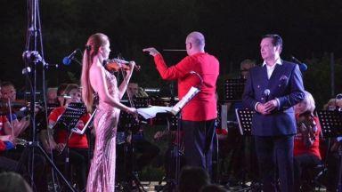 """""""SymphoNY Way"""" на Васил Петров с музиката на Бийтълс, Чаплин, Синатра, Чайковски, Вивалди, продължава и през август"""