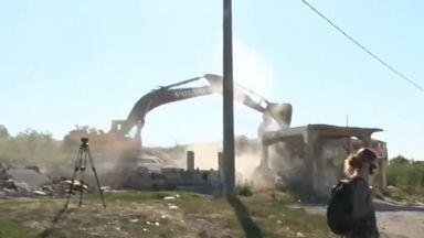 Напрежение в Стара Загора: Събарят 97 ромски къщи
