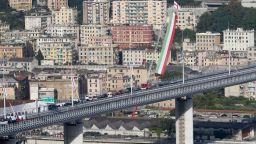 След рекордно бързото построяване: Пуснаха предсрочно движението по новия мост в Генуа (снимки)