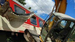 Бързият влак от Варна за София удари багер