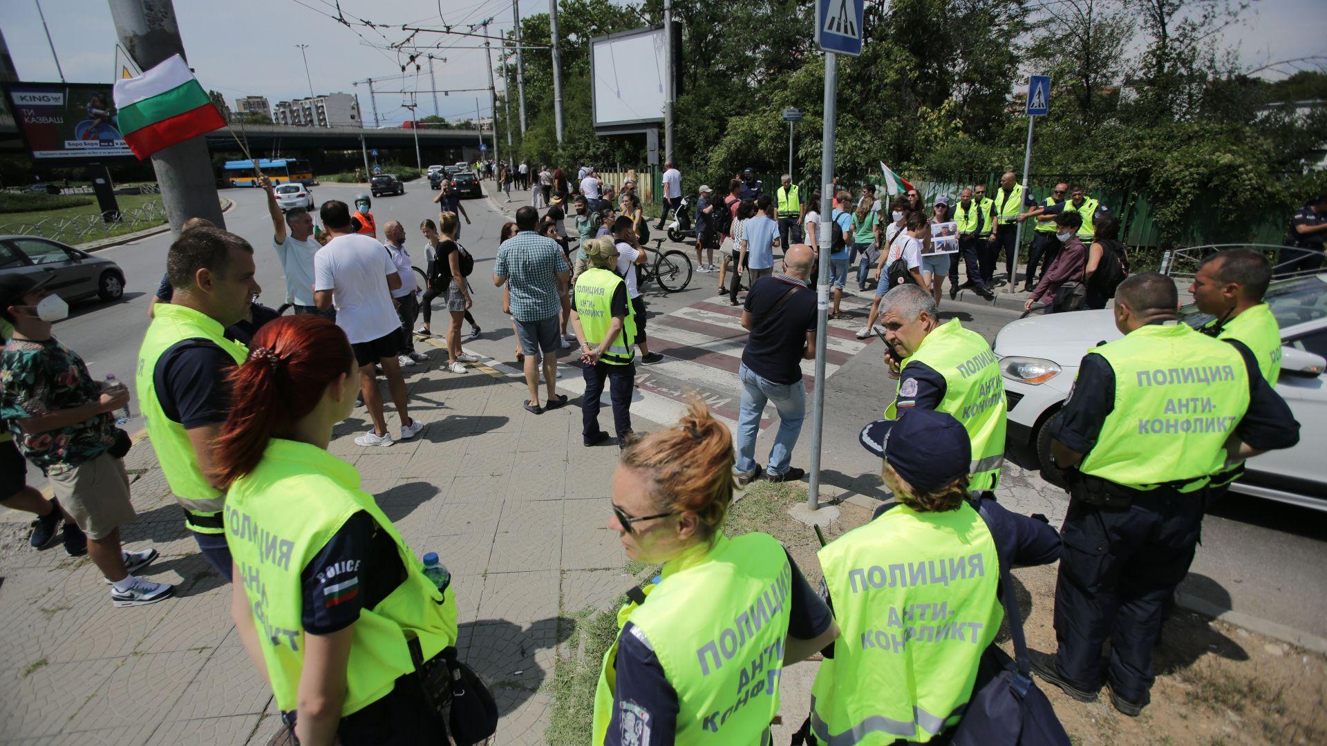 Блокада посрещна членовете на ГЕРБ на път за конгреса