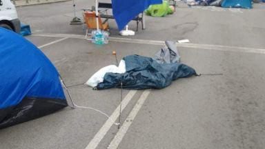 Полицията разчисти палатковите лагери в страната, в София има задържани