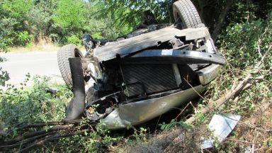 Кола с младежи се обърна в канавка, 15-годишна издъхна на място