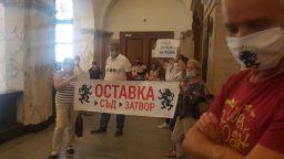 """Лидерът на """"Възраждане"""" нахлу в Съдебната палата, протестира пред кабинета на Гешев"""