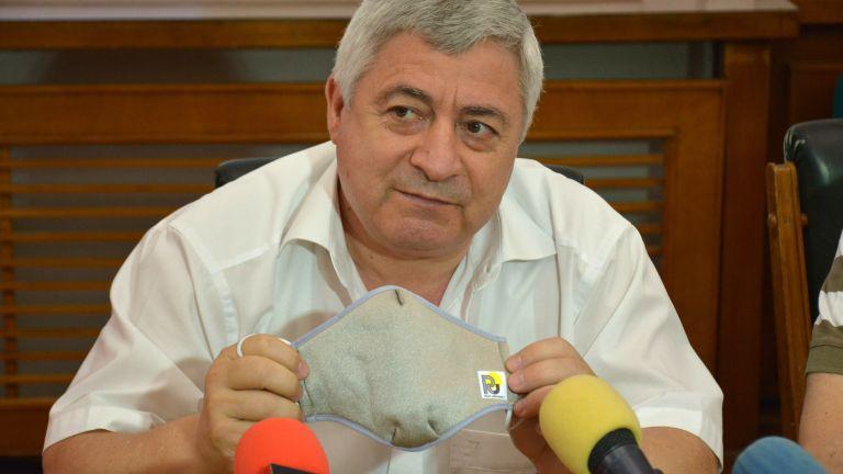 Български учени разработиха наномаска срещу Covid-19 (снимки)