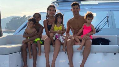Роналдо се чувства обичан в компанията на децата си
