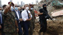 """В опустошения Бейрут Макрон призова за """"смяна на системата"""" на властта в Ливан (снимки)"""