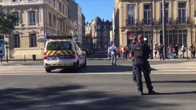 Заложническа криза в банка в Северна Франция (видео)