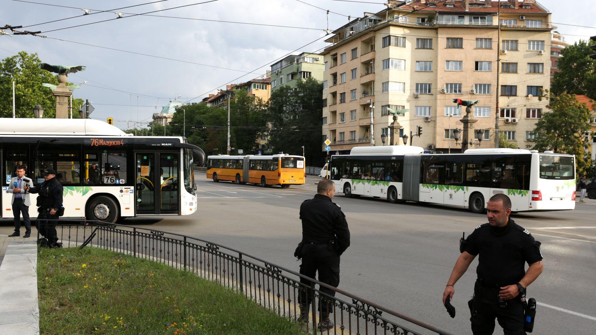 Премахнати блокади и нормален трафик в София (снимки)