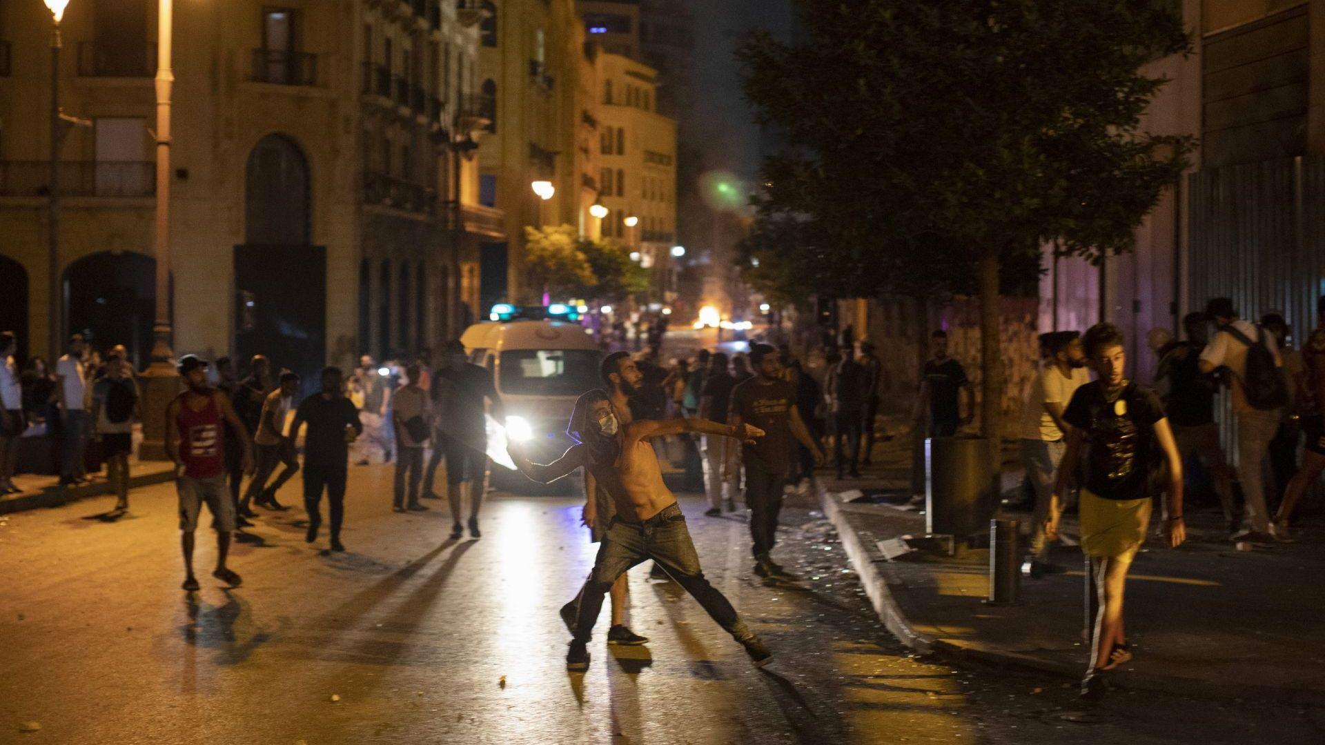 Безредици в Бейрут - полицията стреля по демонстрантите с гумени куршуми