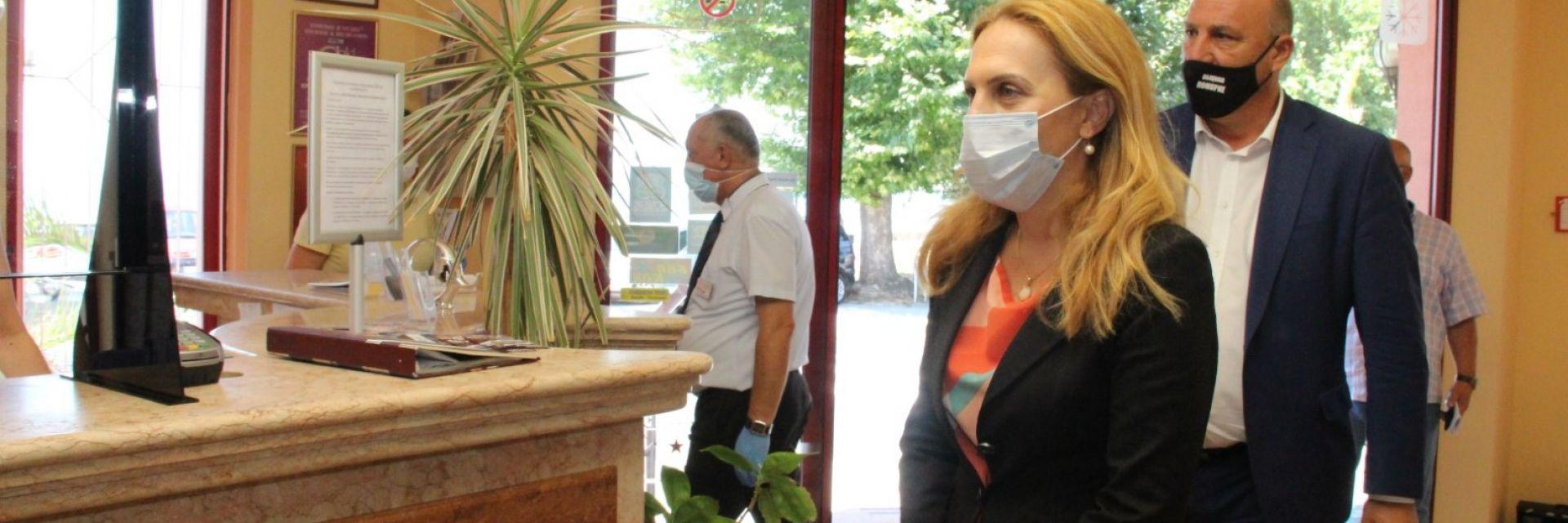 Марияна Николова изненадващо инспектира хотел в Поморие (снимки)