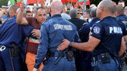 """МВР разговаря с протестиращите на """"Орлов мост"""", няма задържани снощи"""