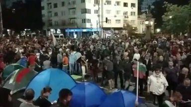 30-ти ден на протести: Президентът се появи при гражданите, Орлов мост с палатки (снимки)