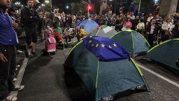 30-и ден на протести: Орлов мост отново с палатки (снимки)
