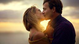 Защо силната химия между двама души невинаги означава дългосрочна връзка