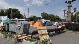 Фандъкова с апел за сваляне на барикадата на Орлов мост