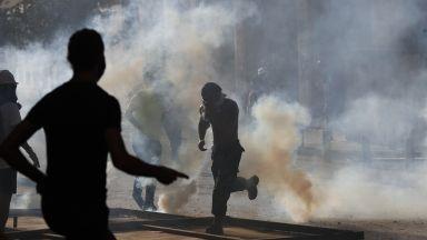 Хиляди гневни ливанци на протест в Бейрут, над 100 ранени при сблъсъци с полицията
