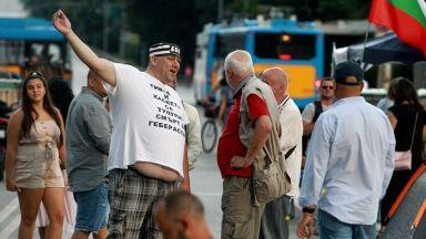 """34 ден на протести: """"Отровното трио"""" с дарителска сметка, свършили им парите"""