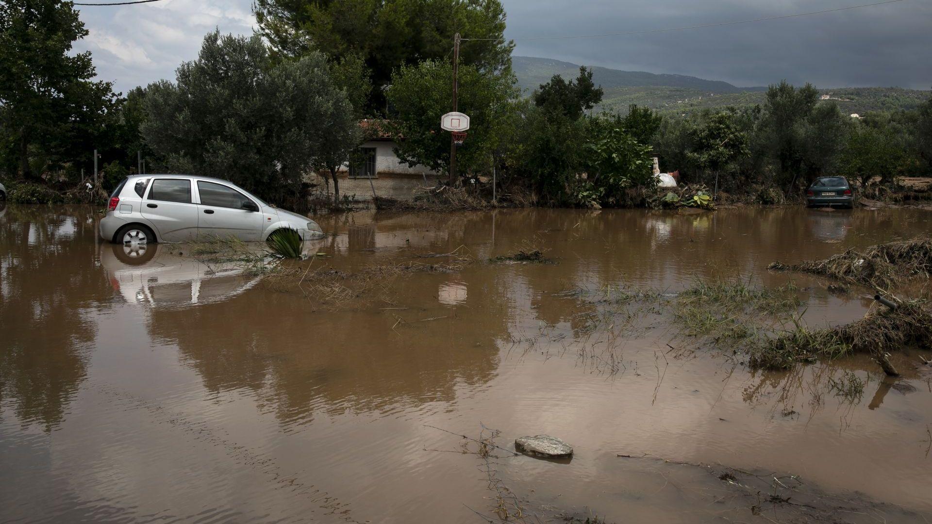 Най-малко 7 са загиналите при наводненията на гръцкия остров Евбея