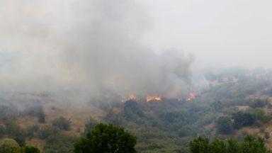 127 пожара гасиха през изминалото денонощие, спряха огъня на метри от село