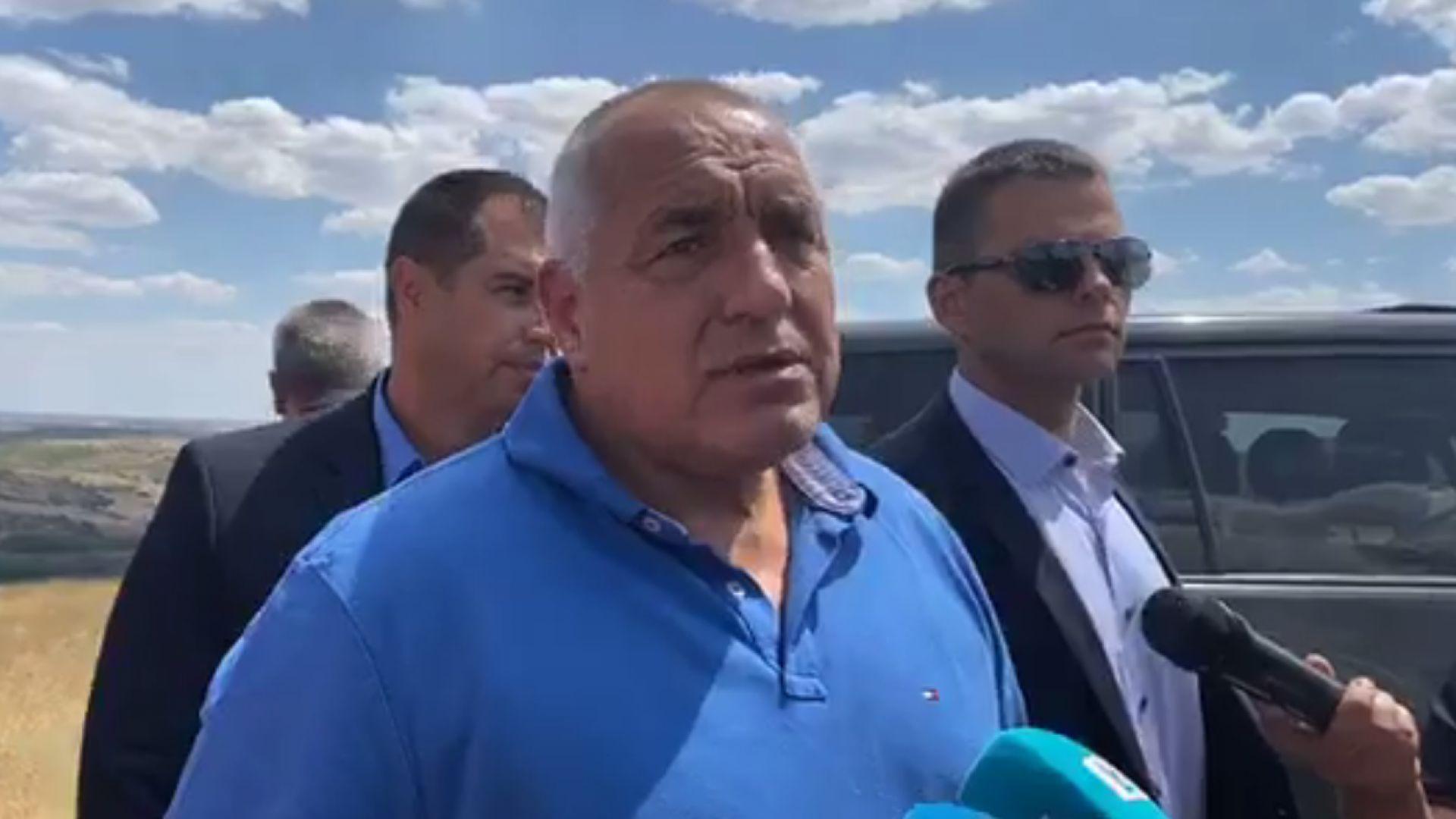 Борисов инспектира борбата с пожарите и обяви: И аз искам оставката на Радев (видео)