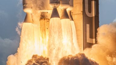 Ракетата, която изпрати най-важната мисия към Марс (снимки)