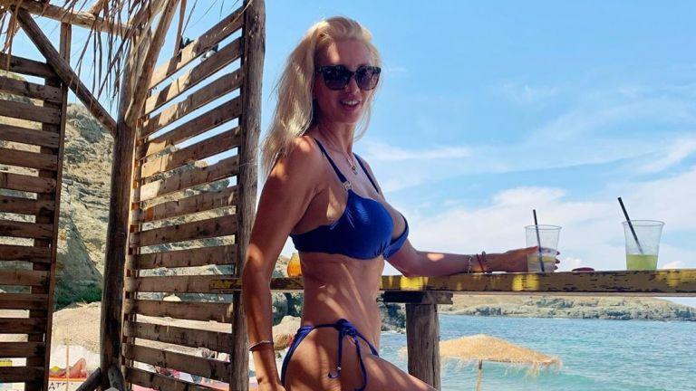 На 50 г. майката на Луиза Григорова показа страхотна фигура на плажа