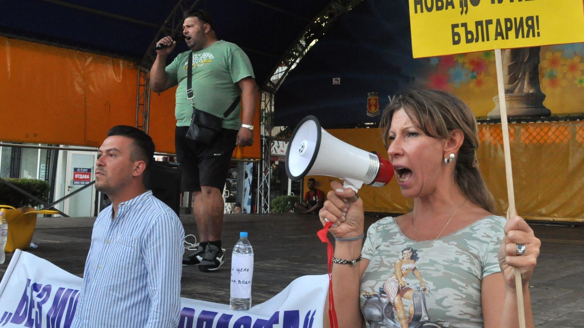 """Ден 33 на протести в страната - Постоянна блокада и на """"Дондуков"""", яйца по НФСБ във Варна"""