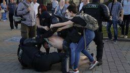 Над 2000 арестувани и 200 в болница след кървавите сблъсъци в Минск
