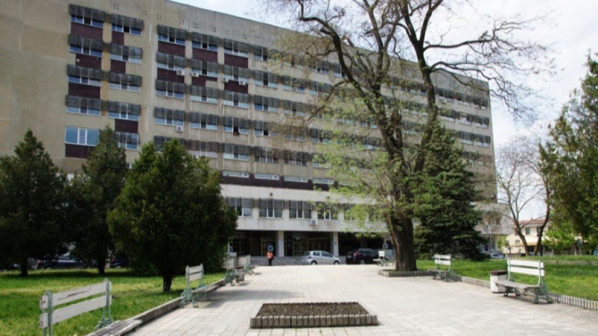 Криза в Добрич - 475 заразени, месеци без инфекционист, половината лекари болни