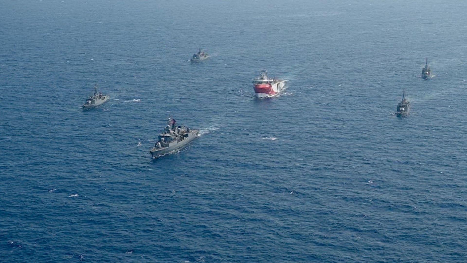 """Предизвикалият криза кораб """"Оруч Реис"""" се върна в Турция"""