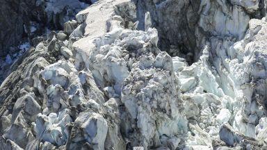 5-километров ледник се разцепи на две в Алпите (видео)