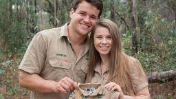 Дъщерята на Ловеца на крокодили е бременна