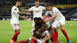 Господарят на Лига Европа крачи напред с късна победа