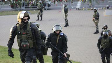 В третата вечер на протести - 1000 души са арестувани в Беларус