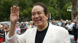 Певецът Трини Лопес почина на 83-годишна възраст от усложнения от Covid-19