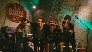 """Младата българска рок група PSS търси нежност сред """"Бодли и тръни"""""""